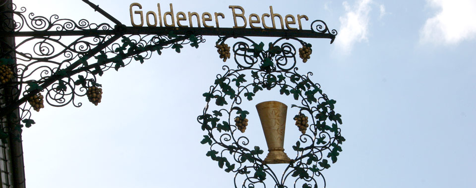Goldener Becher